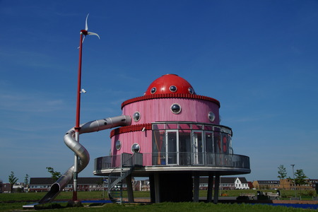 wierd: Klokhuis building