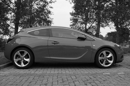 Opel Astra GTC - side views Editorial