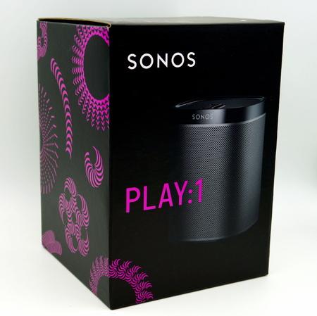 Zwarte Sonos Play 1 (één) doos voor draadloze luidsprekers Redactioneel