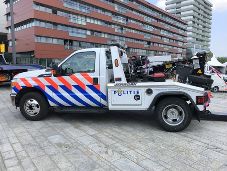 Almere, Netherlands - May 26, 2018: Dutch National Police Tow or Repo Truck Ford Jerr Dan parked by the side of the road. Éditoriale