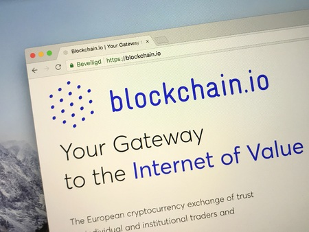 Amsterdam, the Netherlands - September 13, 2018: Website of Blockchain.io, a cryptocurrency exchange or trust for individual and institutional traders and investors. Foto de archivo - 109185244