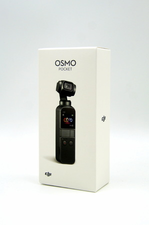 Amsterdam, the Netherlands - May 11, 2019: Rtail package or DJI osmo pocket, a 3-axis stabilized handheld camera. 新聞圖片