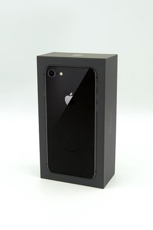 Cupertino, California, US - September 28, 2019: Black iPhone 8 retail box against a white background. Redactioneel