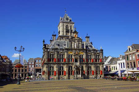 Delft, the Netherlands - August 5, 2020: The city hall of the Dutch city of Delft against a clear blue sky. 報道画像