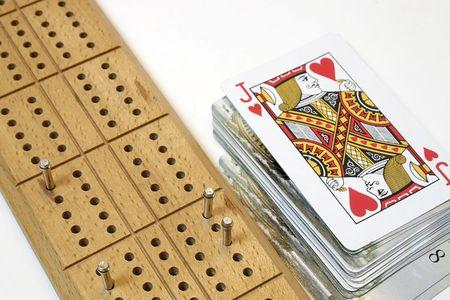 크리비지 보드와 카드 갑판 에디토리얼