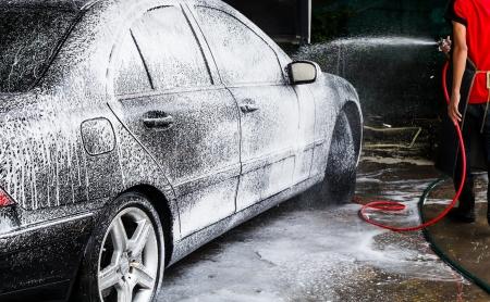 黒の車のクリーニング男 写真素材