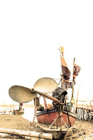 cilinder: Elica in barca da pesca sulla spiaggia, Nakhon Si Thammarat Thailandia Archivio Fotografico
