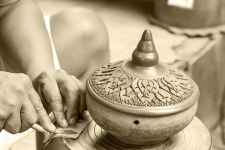 nonthaburi: NONTHABURI , THAILAND -AUGUST 8 2015: Hands of craftspeople do a clay pot. Photo at local market Koh Kred Nonthaburi, thailand.