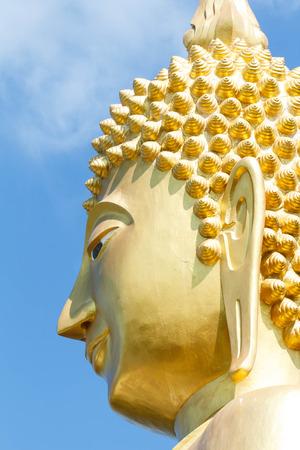 cabeza de buda: Cerca cabeza de Buda en el día-2 Foto de archivo