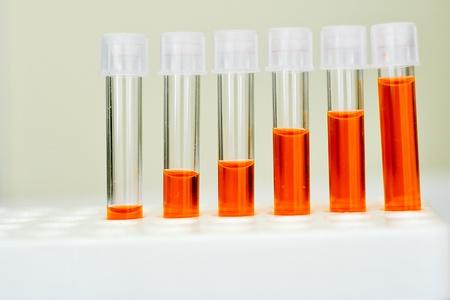 chemic: Provette con reagente colorato