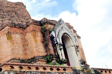 outworn: Ruins, Wat chedi luang, Chiangmai, Thailand