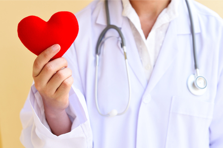 dolor de pecho: el cuidado del corazón, concepto médico Foto de archivo