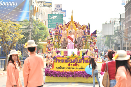 flower parade: Parade of beautiful flower in Chiangmai flower festival 2016, 6 February 2016, 8 am, Chiangmai, Thailand