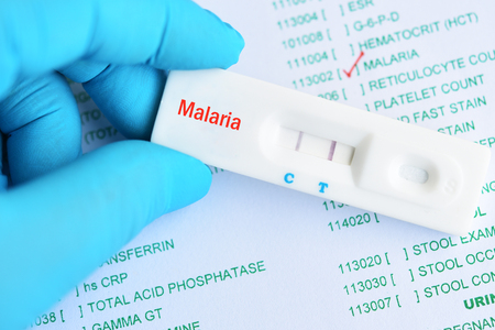 Malaria positive test result by using rapid test cassette 免版税图像