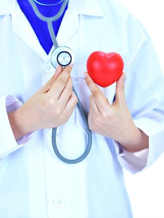 Kardiologe hält Herz in der Hand