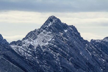 rocky mountains: Rocky Mountains with snow in Banff
