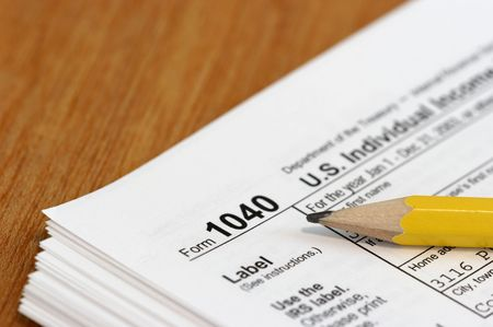 i net: Close view of a pencil and a US tax form 1040