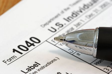 deduct: Close view of a pen and a US tax form 1040 Stock Photo