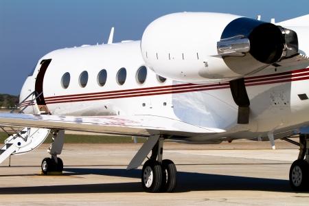 jet stream: Jet privado aparcado en la pista Foto de archivo