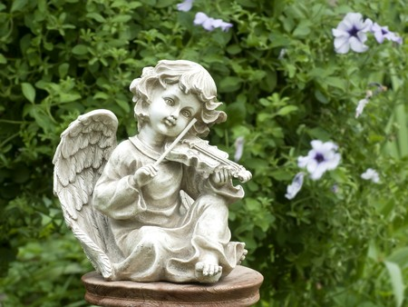 figurines: Figurine of an angel playing the violin