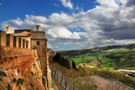 View of the city wall and green fields of Orvieto Italy 版權商用圖片