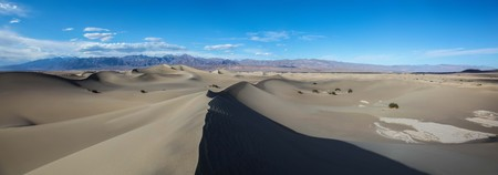 Panoramic view of the pristine sand of the Mesquite Flat Sand Dunes in Death Valley National Park 版權商用圖片