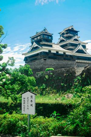 熊本城の熊本城の熊本城が熊本県にあるというサイン。この時、この城は地震災害で被害を受けました。