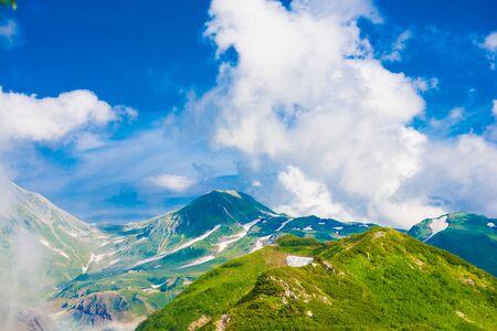 Blick auf die Berge von Tateyama in Toyama, Japan. Toyama ist eine der wichtigsten Städte Japans für Kulturen und Geschäftsmärkte.