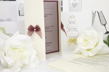 tarjeta de invitacion: tarjeta de invitaci�n de boda con un gui�n de la boda Foto de archivo