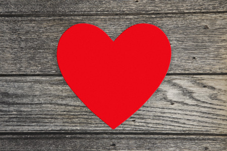 Red love heart with copy space in the centre on a wooden background Imagens