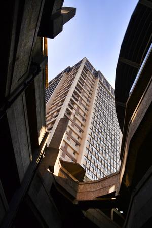 Mirando a un edificio Foto de archivo - 35258304