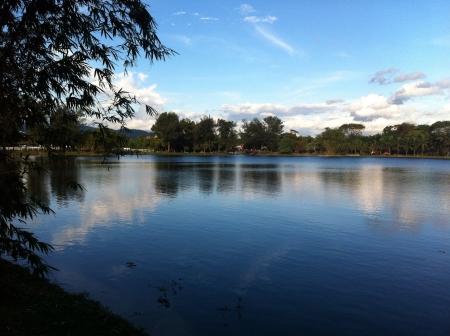 titiwangsa: Titiwangsa Lake at Kuala Lumpur city.
