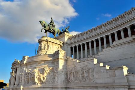 vittorio emanuele: The facade of Piazza Venezia, the Vittorio Emanuele Monument
