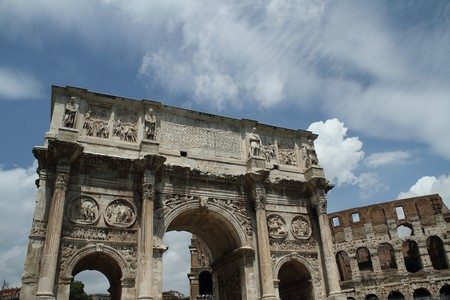 constantino: A triumphal arch built to honor Constantines victory over Maxentius in Rome, Italy Stock Photo