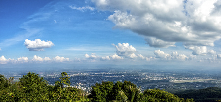 the bird's eye view of Chiang Mai city from Wat Phrathat Doi Suthep in Thailand. 免版税图像