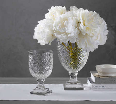 Pottery Barn Monique Lhuillier Ava Clear Cut Glass Vase Stock Photo
