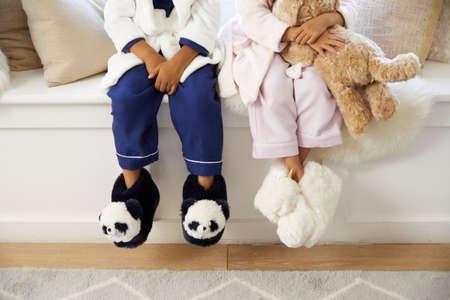 Cute baby legs in fluffy slippers in the form of Panda Standard-Bild