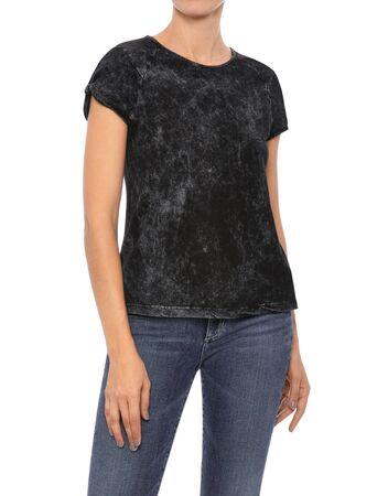 Top nero manica corta Abbigliamento donna, T-shirt grigia da donna abbinata a denim corto blu scuro e sfondo bianco, T-shirt mezza manica nera girocollo da donna
