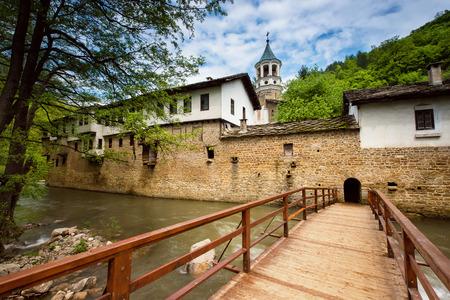 ドリャノヴォ、ブルガリアの近くの Dryanovski 修道院のビュー 写真素材