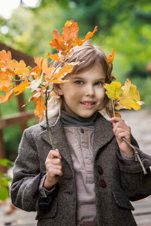 Adorable little girl is playing on an autumn Фото со стока - 126045589