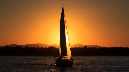 silhouette sailboat against sunset Standard-Bild