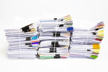 Stapel von Papieren auf weißem Hintergrund Standard-Bild - 37726707