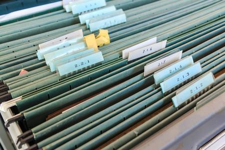 carpeta: Carpetas de archivos en un archivador