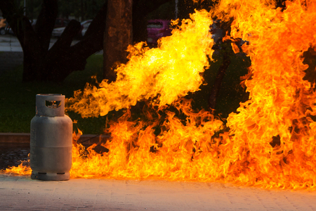 Gas Flame and Explosive from Gas Tank Stockfoto