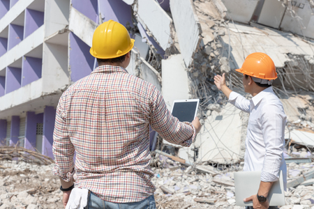Engineer architect and worker operation control demolish old building. 写真素材 - 118697443