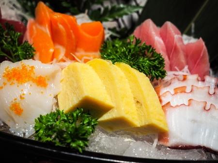 日本の正式な食事の最初のコースは刺身セット