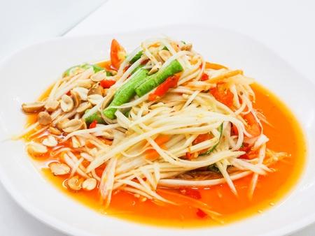 グリーンパパイヤのサラダは、細切りの熟していないパパイヤから作ったスパイシーなサラダです。