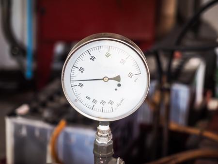 ポンプを回している間水圧力計 写真素材