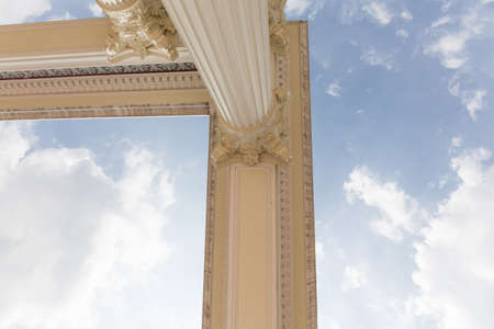 Cabeza de la columna romana. Foto de archivo - 83222865