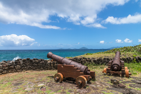 olds: Olds cannons facing the ocean, Guadeloupe